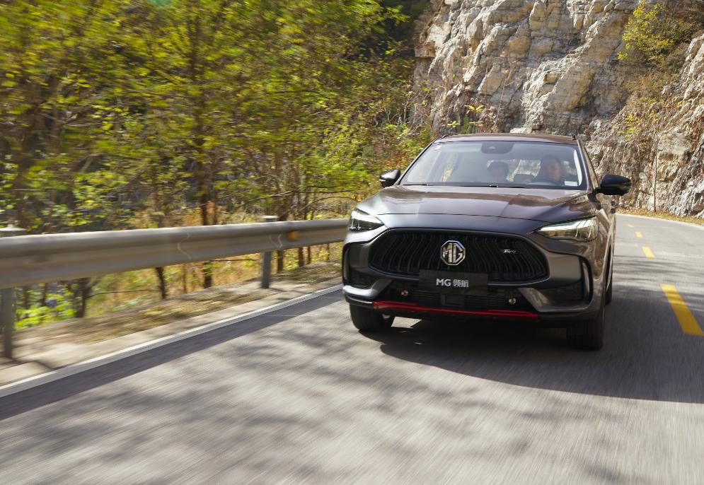 试驾MG领航:被渐变色车漆迷了眼,却难忘这欧味儿十足的驾驶感