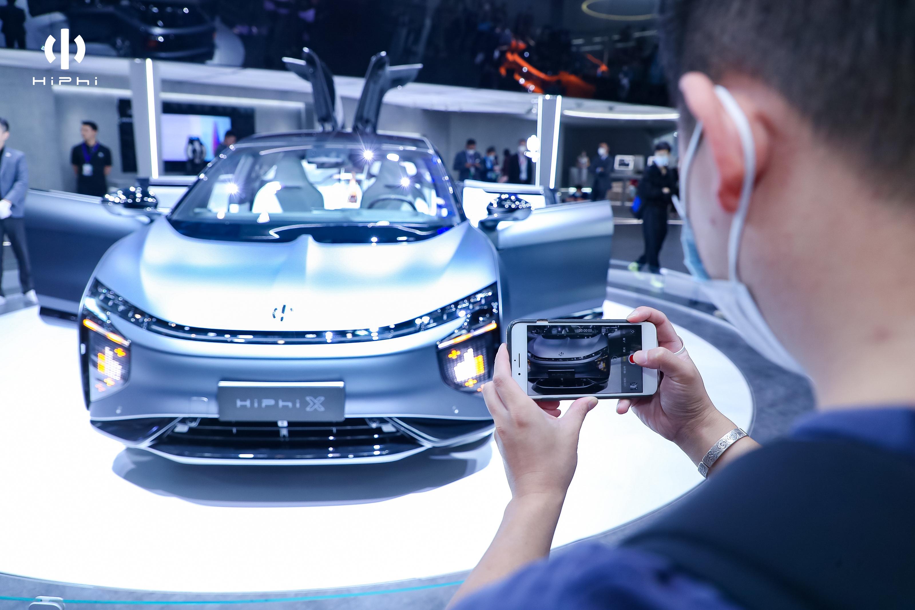 中国最贵电动车上市一个月,我们又回头品了品它80万的售价