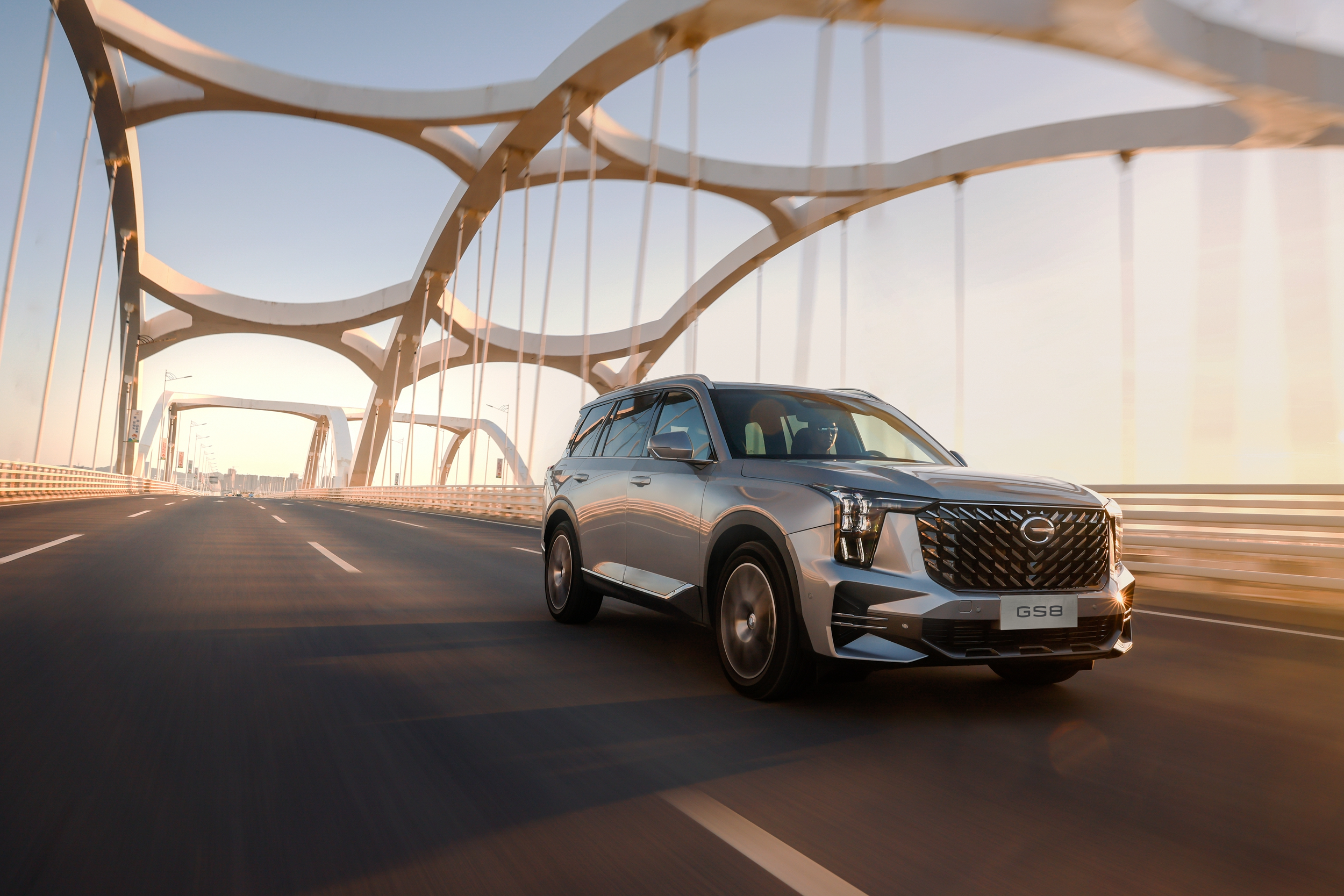 云鉴赏第二代GS8,广汽传祺能否重回中大型SUV市场第一?